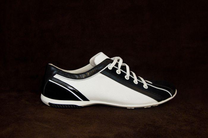 Спортивные туфли  400